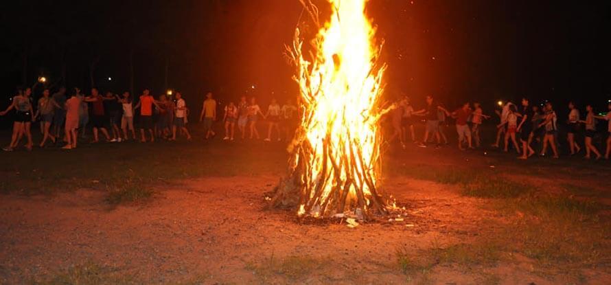 đốt lửa trại ở tà xùa