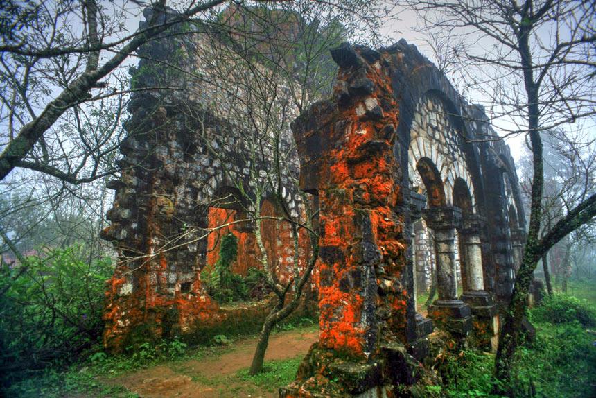 tu viện đổ ở bản tả phìn
